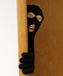 Halloween-Decoration-Scary-Peeper-Scary-Intruder-The-True-to-Life-Door-Prop-that-looks-just-like-a-burglar-0